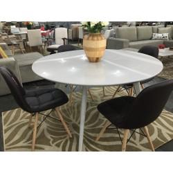 Conjunto Mesa de Jantar Redonda 1,35m – 4450 com 4 Cadeiras – EIFFEL BOTONÊ