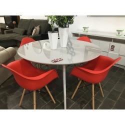 Conjunto Mesa de Jantar Redonda 1,35m – 4450 com 4 Cadeiras com Braços – EIFFEL PP