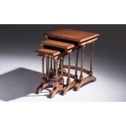 Foto conjunto de mesas decorativas de frente inteira