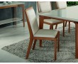 Foto cadeira Columbia, acabamento em madeira maciça e com tecido claro